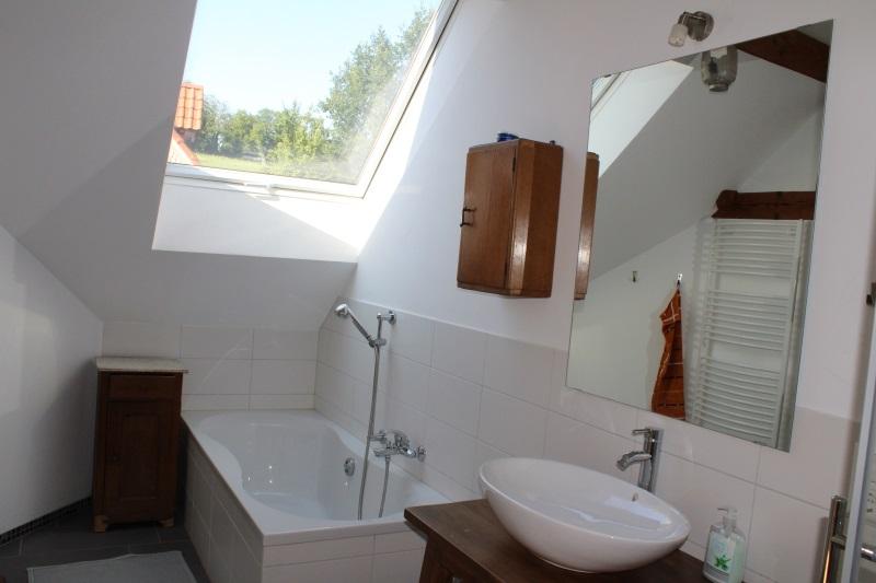 Badewanne im Badezimmer oben