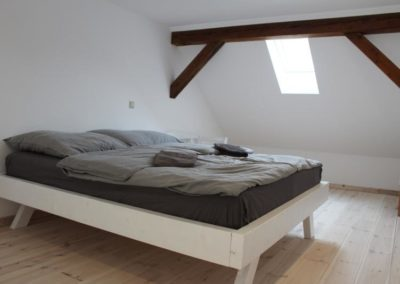Schlafbereich mit Dachfenster